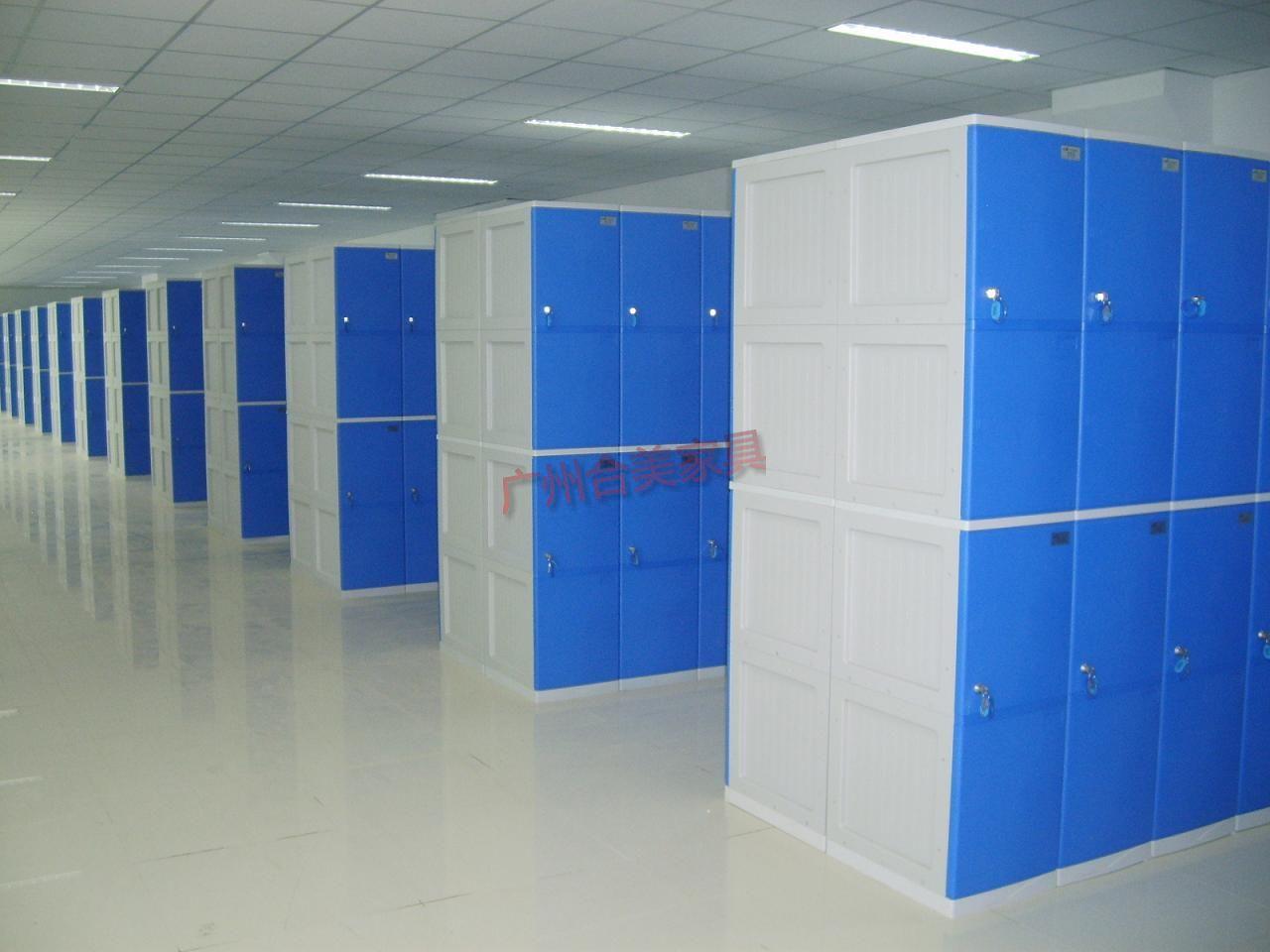 木质更衣柜主要采用纯木制作或复合板制作