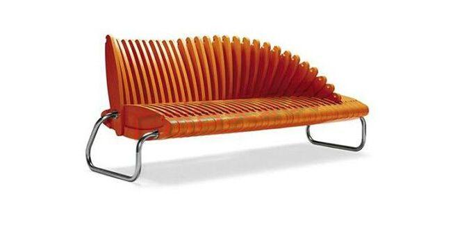 """过时的家具已被人们所抛弃,只有创意起来,才能得到顾客的青睐!下面是几款流行的创意家具,创意起来,绝对让你意想不到! 这款长椅的设计非常有趣,它采用了穿插的结构,使得椅背和椅面可以结合成一体,需要的时候将其展开即可。而且由于采用了相互独立的穿插结构,因此靠背处的大小可以根据需要随意调节。  之前已经为大家介绍过一款""""球形健身椅"""",如今又有设计师将球形的元素应用到了沙发上。这款沙发由一个U形的框架和一个球体组成。将两者合成一体的时候可以当作一个有靠背的沙发来使用,而将它们彼此分开的时候"""