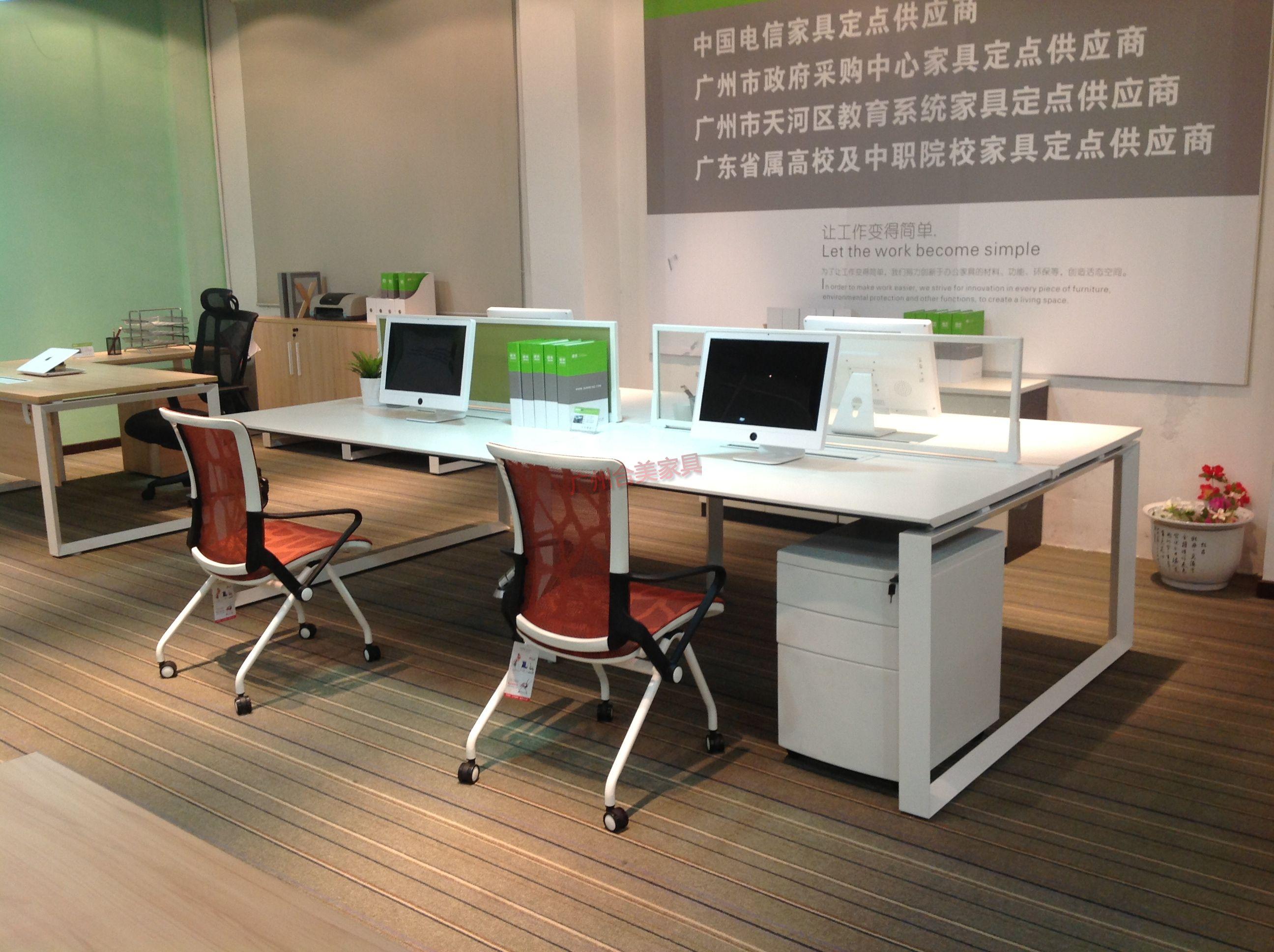 合美屏風桌辦公家具公司擁有著一支專業的研發隊伍,合美的技術管理中心被政府首家授予合美屏風桌辦公家具工程技 術研究開發中心的稱號。我們每年自主研發大批功能新穎、具備專利保護的產品,深得合作伙伴的認同和支持。同時,公 司已是國家高新技術企業。合美屏風桌辦公家具公司作為制造業,擁有技術創新就等于擁有了核心競爭力。